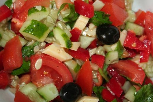 салат со специей базилик